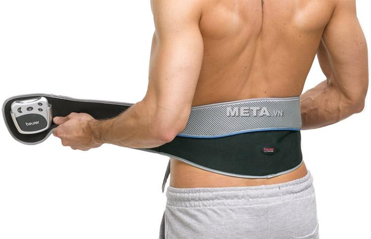 Đai massage giảm đau lưng Beurer EM38 phù hợp với nhiều đối tượng khác nhau nhờ thay đổi được kích thước của đai.