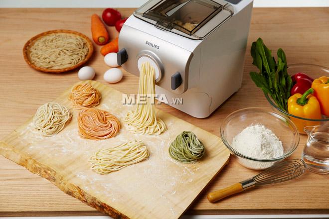Máy làm mỳ Philips HR2365 giúp làm các loại mỳ tươi dễ dàng chỉ sau ít phút.
