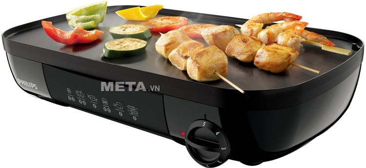 Vỉ nướng điện Philips HD-6320 thiết kế bề mặt nướng nhẵn, phù hợp với những loại thực phẩm không có dầu.