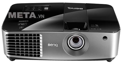 """Máy chiếu BenQ MX722 có thể phóng to thu nhỏ hình ảnh từ 40"""" đến 300"""" nên phục vụ cho nhiều mục đích khác nhau."""
