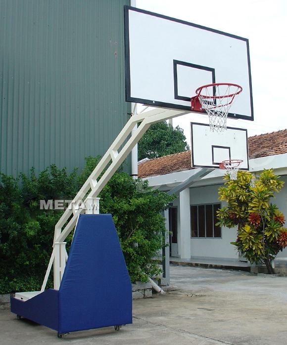 Trụ bóng rổ di động Vifa Sport 802860 dễ dàng di chuyển bằng bánh xe.