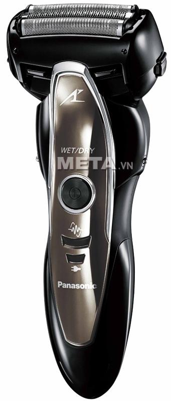 Máy cạo râu Panasonic ES-ST25 có thể cạo khô hoặc cạo ướt.