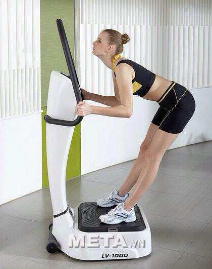 Tập luyện mỗi ngày với máy rung toàn thân LV-1000 để có thân hình hoàn hảo hơn.