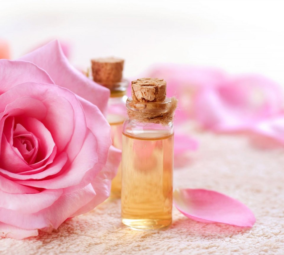 Làm sao để chọn nước hoa hồng phù hợp?