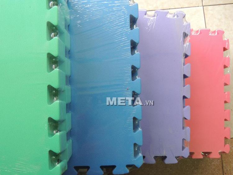 Thảm xốp trải sàn Việt Nam không thấm nước, dễ lau khi vệ sinh.