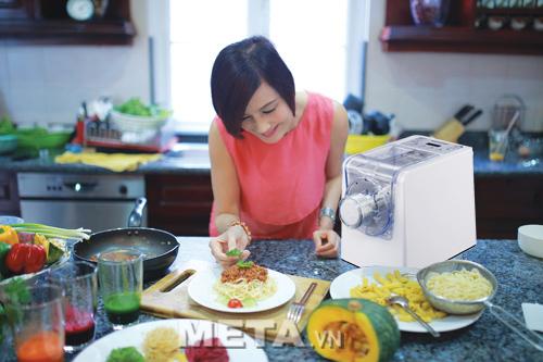 Máy làm mỳ tươi Magic Korea A92 giúp chị em thỏa sức trổ tài nấu ăn.