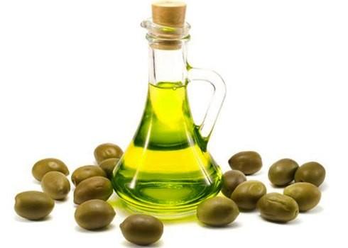Kết quả hình ảnh cho chùi dây da bằng dầu oliu