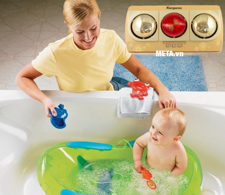 Đèn sưởi nhà tắm Kangaroo 3 bóng KG252B giúp bé tắm không bị cảm lạnh