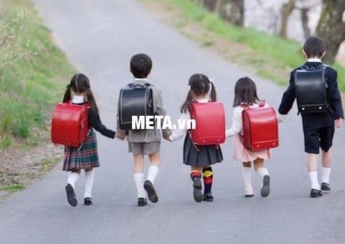 Cặp chống gù lưng Randoseru Nhật Bản sử dụng cho bé từ lớp 1 đến lớp 5.