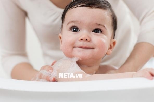 Đèn sưởi nhà tắm 3 bóng Tiross TS9292 an toàn cho mắt trẻ nhỏ.