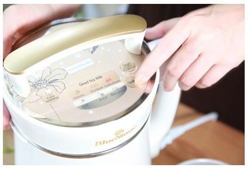 Máy làm sữa đậu nành giúp bạn làm sữa đậu cực đơn giản chỉ với một thao tác nhấn nút
