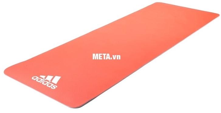 Thảm tập yoga Adidas 0,6cm ADYG-10600RDFL có độ bám dính, chống trơn trượt cao.