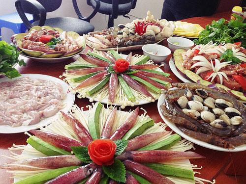 Nguyên liệu làm món lẩu nướng đa khá đa dạng.