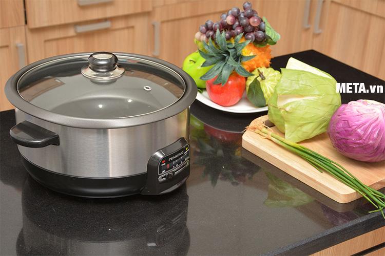 Lẩu điện Pensonic PMC-400 thiết kế nhỏ gọn phù hợp với mọi không gian bếp.