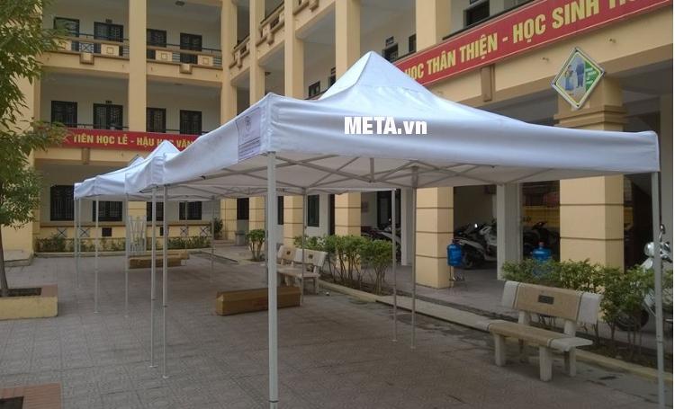 Nhà bạt di động 3m x 3m dùng tổ chức sự kiện ngoài trời cho trường học.