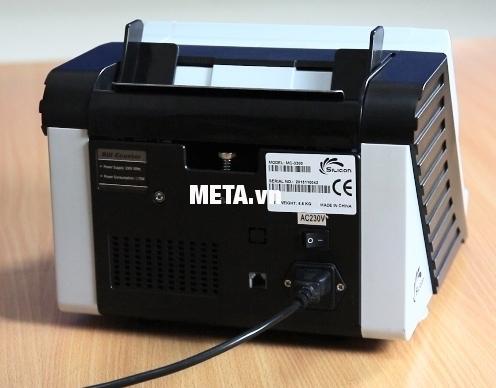 Máy đếm tiền Silicon MC-330 thiết kế nút nguồn phía sau thân máy.