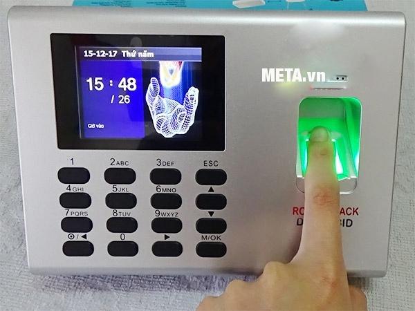 Máy chấm công bằng vân tay và thẻ từ Ronald Jack DG-600BID được tích hợp 2 tính năng.