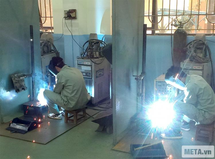 Máy hàn Oshima ARC 205 chuyên được sử dụng tại các khu công nghiệp.