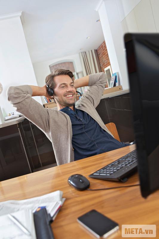 Tai nghe có microphone Sennheiser PC 3 Chat đem đến cho người dùng cảm giác thoải mái khi sử dụng.