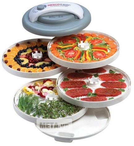 Máy sấy thực phẩm Nesco By 1103 thiết kế 5 khay sấy được làm bằng nhựa an toàn cho sức khỏe.