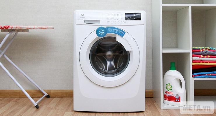 Máy giặt cửa trước 7.5 kg Electrolux EWF85743 cài đặt nhiều chương trình giặt đa dạng.