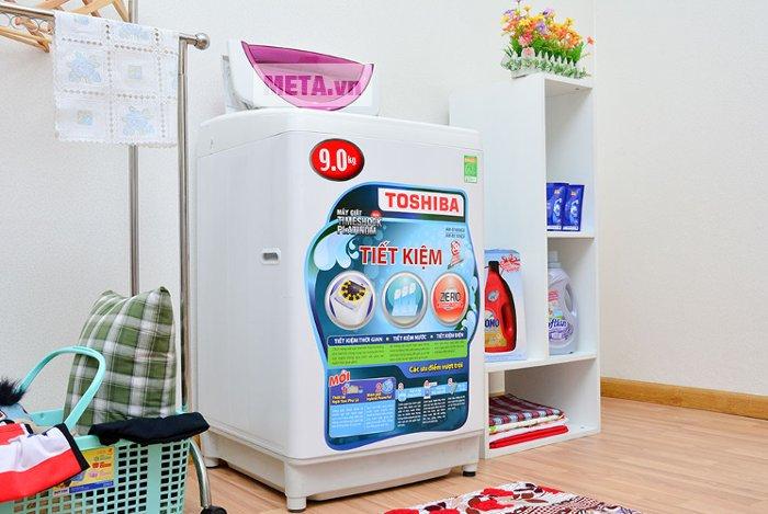 Máy giặt Toshiba B1000GV sở hữu tốc độ quay vắt lên đến 860 vòng/phút.