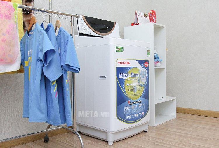 Máy giặt cửa trên 10.5 kg Toshiba ME1150GVWK có tốc độ quay vắt mạnh mẽ góp phần rút ngắn thời gian phơi khô quần áo.