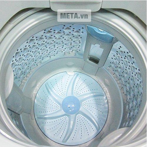 Lồng giặt làm bằng thép không gỉ.