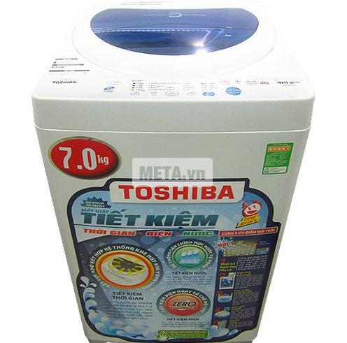 Máy giặt Toshiba A800SV với hiệu ứng thác nước đôi, giúp tối ưu hiệu quả giặt sạch.