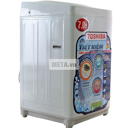 Máy giặt Toshiba A800SV với công nghệ giặt cô đặc bằng bọt khí, giúp tẩy sạch mọi vết bẩn.