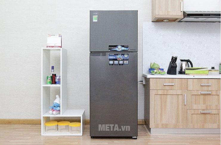 Tủ lạnh 330 lít Toshiba GR-T39VUBZ(DS) với thiết kế ngăn đá trên.