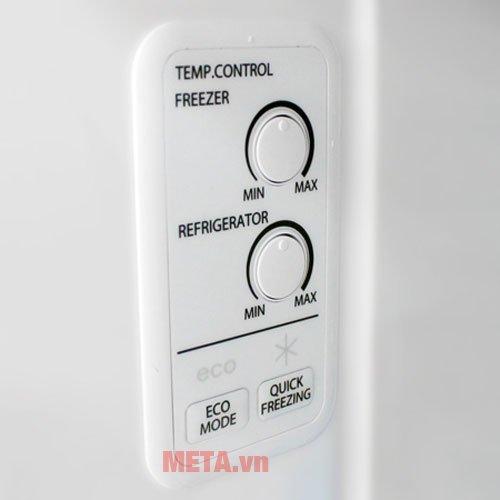 Tủ lạnh 359 lít Toshiba TG41VPDZ(XK) có bảng điều khiển ở bên hông.