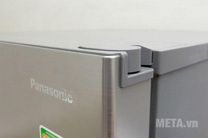 Các góc của tủ lạnh được thiết kế bắt mắt, chắc chắn.