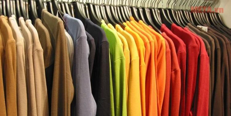 Máy giặt cửa trên 8kg Panasonic NA-F80VG8WRV giúp giặt sạch quần áo dễ dàng.
