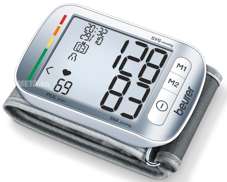 Máy đo huyết áp cổ tay Beurer BC50 hiển thị huyết áp tối đa, huyết áp tối thiểu và nhịp tim rõ lên màn hình