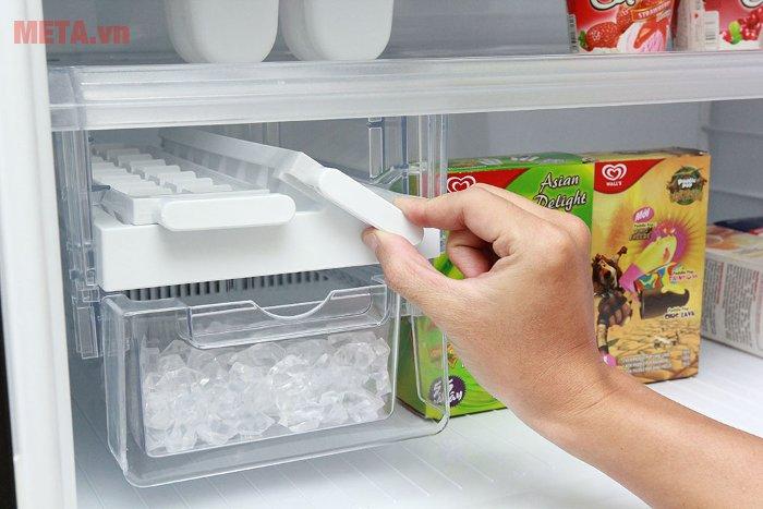 Tủ lạnh 585 lít Sharp SJ-XP590PG-BK có chức năng làm đá nhanh