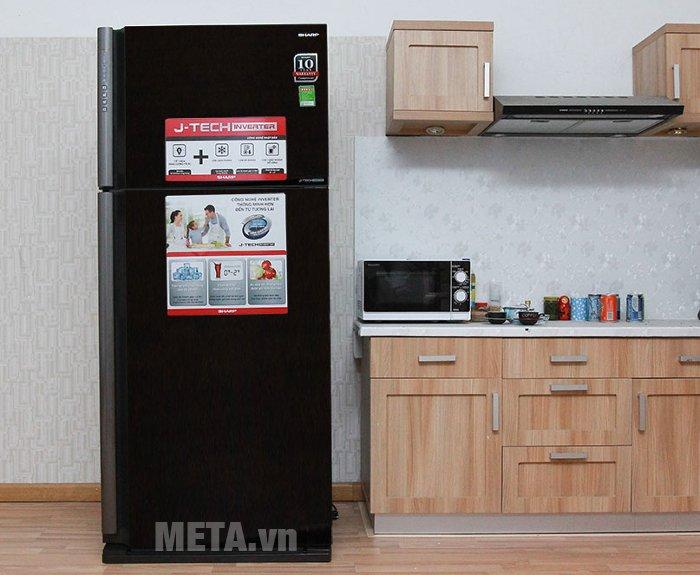Tủ lạnh 585 lít Sharp SJ-XP590PG-BK có thiết kế mặt gương sang trọng