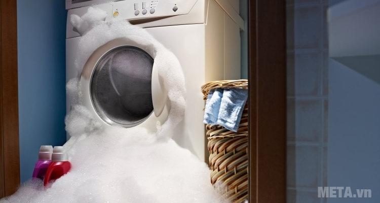 Máy giặt trào bọt do thói quen sử dụng bột giặt sai cách.