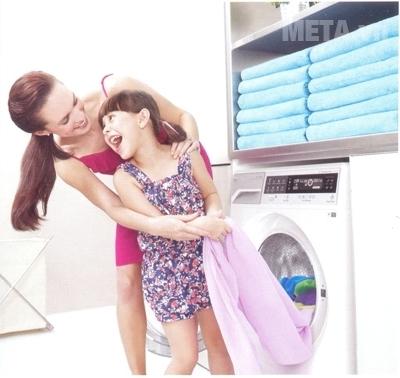 Máy giặt Electrolux cửa trước tích hợp nhiều tính năng hiện đại.