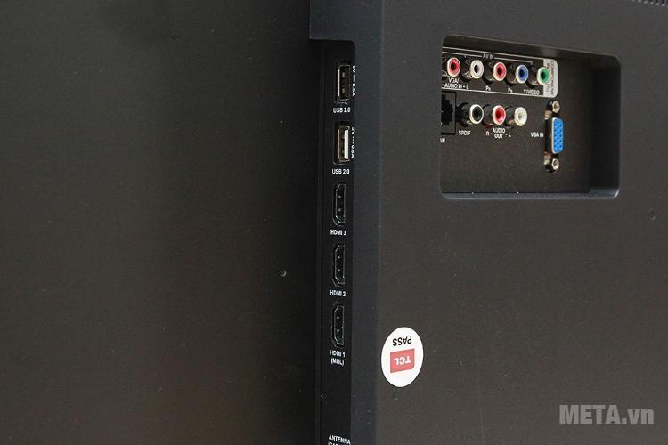 Cổng kết nối USB và HDMI của tivi TCL L43P1-SF.