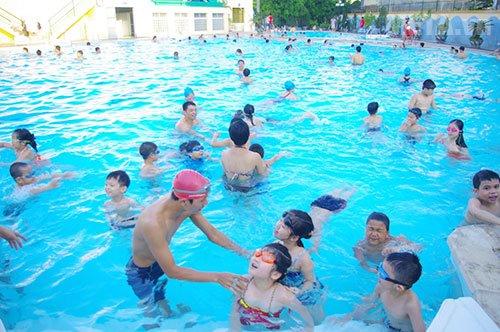 Giải pháp hiệu quả nhất là người dân tìm chọn đến những bể bơi gần nhà