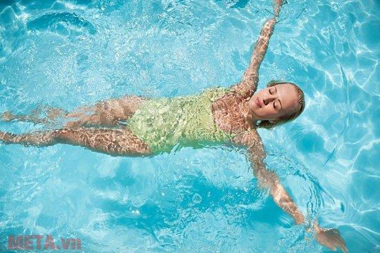Bơi lội giúp bạn lấy lại vóc dáng nhanh chóng