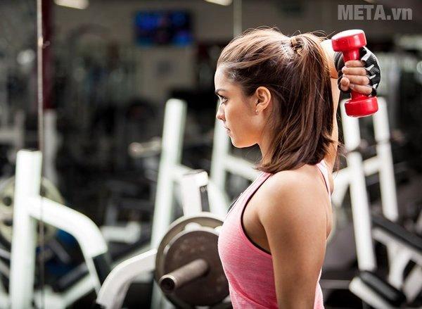 Tập tạ giúp xương chắc khỏe hơn