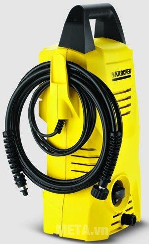 Máy rửa xe Karcher K2 Compact Car có thể xếp dây phun áp lực gọn gàng trên thân máy