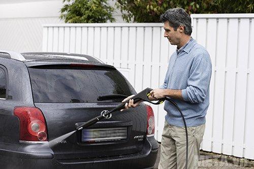 Máy phun áp lực cao Karcher K5 EU giúp bạn tự tay rửa xe mà không tốn nhiều thời gian và công sức
