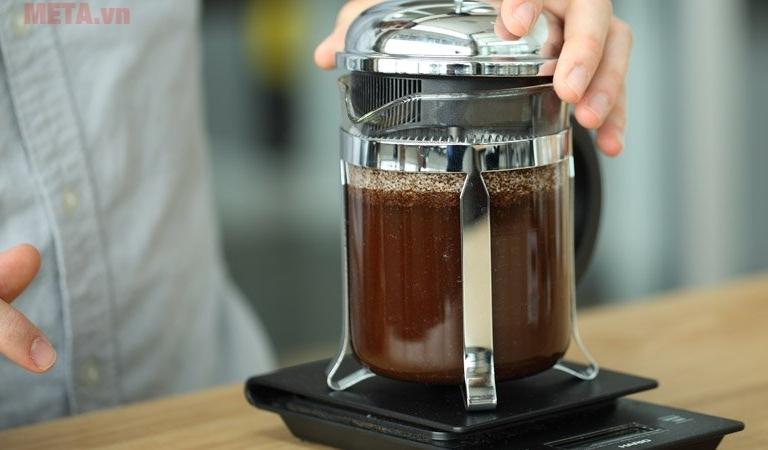 Bình pha cà phê kiểu Pháp French Press 800ml giúp bạn chế biến được nhiều ly hơn.