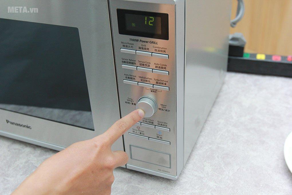 Lò vi sóng điện tử Panasonic NN-GD692SYUE - 31 lít với nút điều khiển tiện lợi