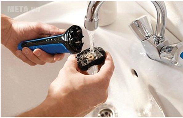 Máy cạo râu Philips AT600 dễ vệ sinh sau khi dùng