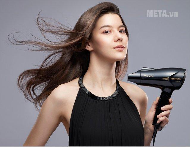 Máy sấy tóc Panasonic EH-NE64-K645 - 2.000W dễ sử dụng