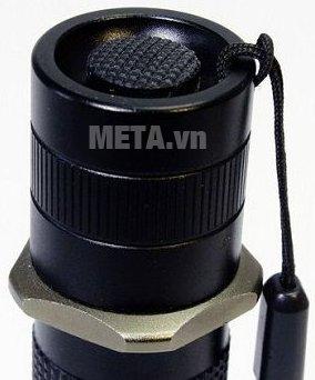 Đèn pin CREE cầm tay Tiross TS-692 với thiết kế chắc chắn